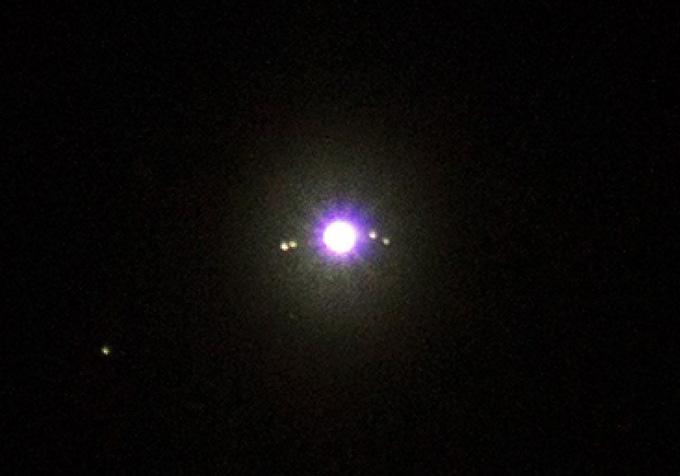 Юпитер и его 4 спутника на фотоаппарат